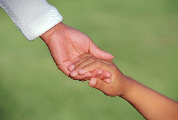 Πώς να μεγαλώσετε παιδιά που να νιώθουν συναισθηματική ασφάλεια